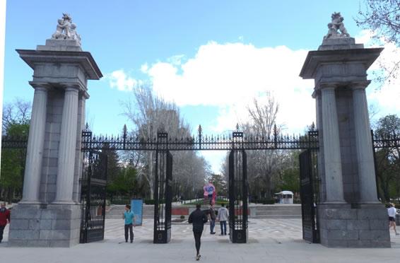 Alfonso xii y alcal for Puerta que abre para los dos lados