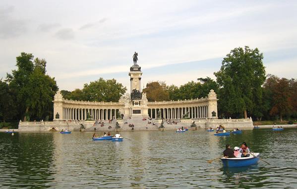 El estanque for Parque del retiro barcas