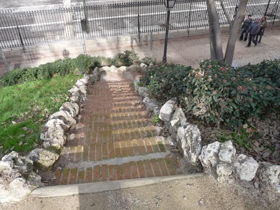 La monta a artificial - Escaleras de ladrillo ...